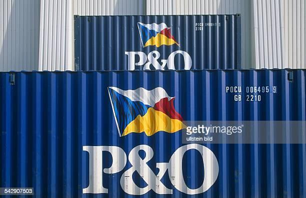 Blaue Frachtcontainer der britischen Reederei PO mit dem Logo Frachtgut Schiffsfracht Undatiertes Foto