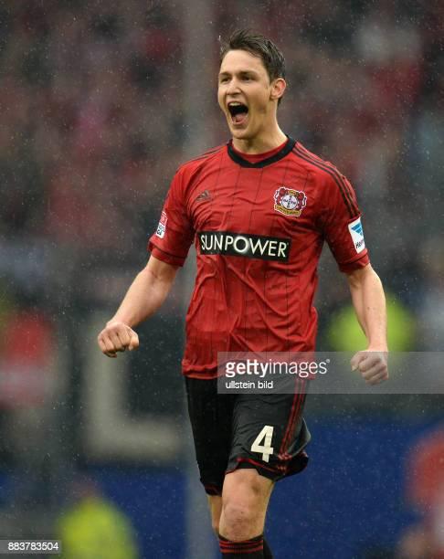 FUSSBALL 1 BUNDESLIGA SAISON Hamburger SV Bayer 04 Leverkusen Philipp Wollscheid jubelt nach dem Abpfiff