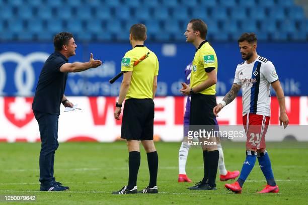Hamburger SV Head Coach Dieter Hecking argues with the match officials after the Second Bundesliga match between Hamburger SV and VfL Osnabrück at...