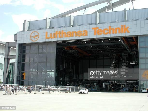 HamburgGebäude der Lufthansawerft au fdem Hamburger Flughafen Hangar Luftfahrt Lufthansa Technik AG