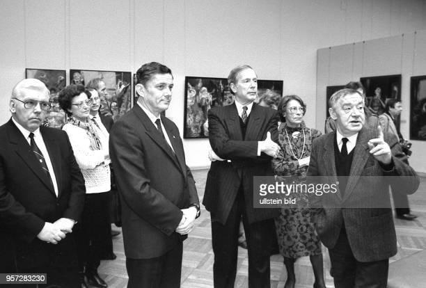 Hamburgs Erster Bürgermeister Klaus von Dohnanyi und Dresdens Oberbürgermeister Wolfgang Berghofer besuchten mit dem Lithografen und Graphiker...