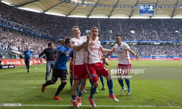 Hamburg's GianLuca Waldschmidt Bobby Wood Lewis Holtby and other players celebrate Waldschmidt's goal awarding Hamburg the 21 victory during the...