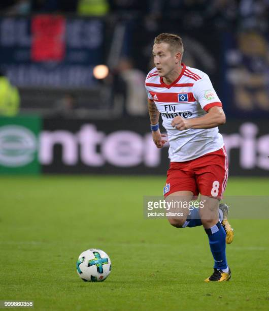 Hamburg's Lewis Holtby in action during the Bundesliga soccer match between Hamburg SV and RB Leipzig in the Volksparkstadium in Hamburg Germany 08...