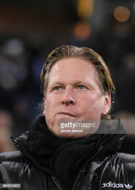 Hamburg's manager Markus Gisdol on the sidelines at Bundesliga match Hamburg SV 1 FC Cologne in Hamburg Germany 20 January 2018 Photo Daniel...