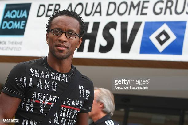 Hamburg's new player Ze Roberto looks on as he arrives at the team squad 'Aqua Dom' at day four of the Hamburger SV training camp on July 9, 2009 in...