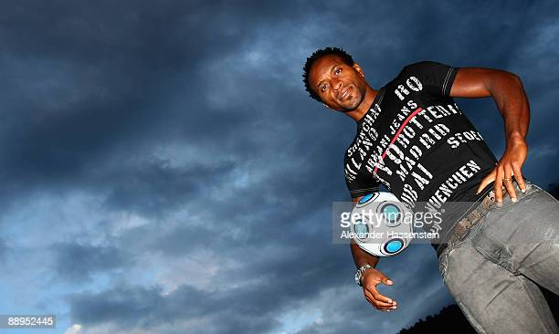 Hamburg's new player Ze Roberto poses in front of the team squad 'Aqua Dom' at day four of the Hamburger SV training camp on July 9, 2009 in...