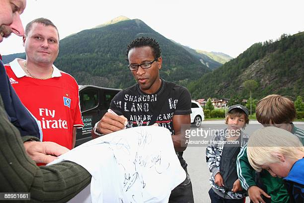 Hamburg's new player Ze Roberto signs autographs as he arrives at the team squad 'Aqua Dom' at day four of the Hamburger SV training camp on July 9,...