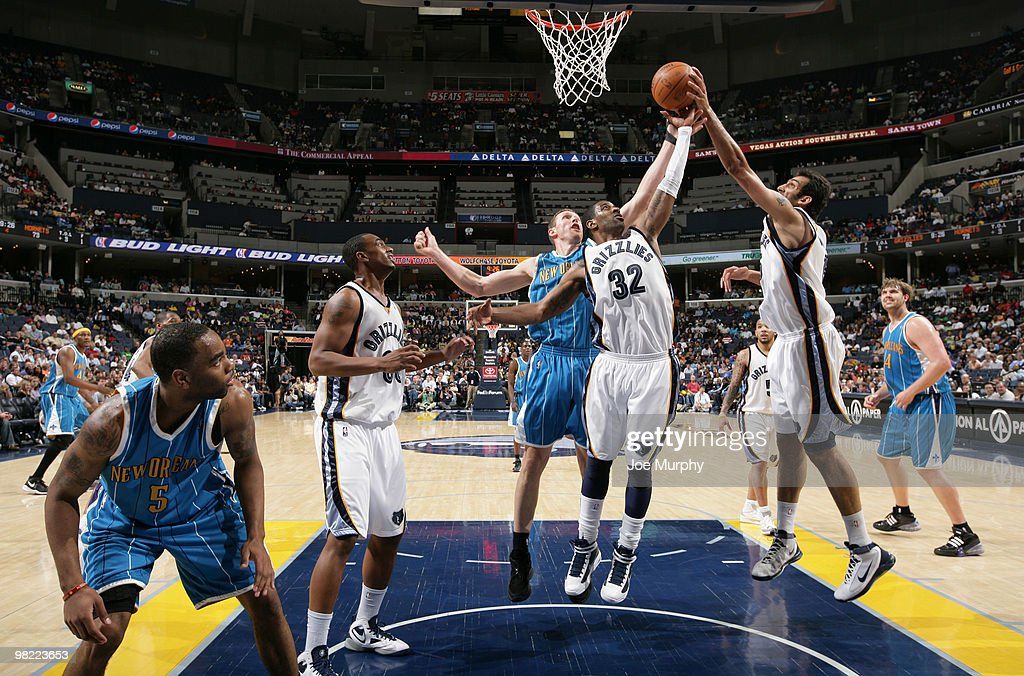 Hamed Haddadi #15, O.J. Mayo #32 and Darrell Arthur of the Memphis Grizzlies fight for a rebound against the New Orleans Hornets on April 02, 2010 at FedExForum in Memphis, Tennessee.