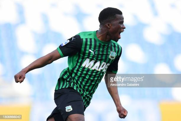 Hamed Junior Traore of Sassuolo celebrates scoring their team's third goal during the Serie A match between US Sassuolo and Hellas Verona FC at Mapei...