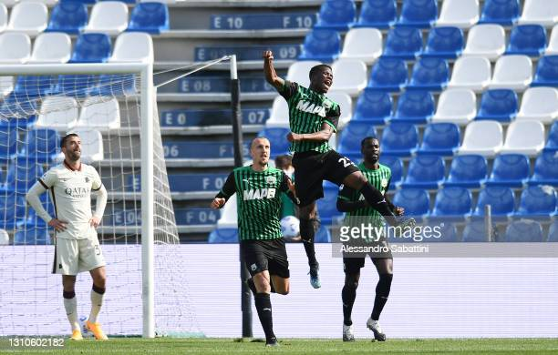 Hamed Junior Traore of U.S. Sassuolo Calcio celebrates with team mates Vlad Chiriches and Pedro Obiang after scoring their side's first goalduring...