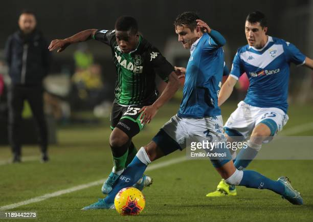 Hamed Junior Traore of US Sassuolo is challenged by Ales Mateju of Brescia Calcio during the Serie A match between Brescia Calcio and US Sassuolo at...