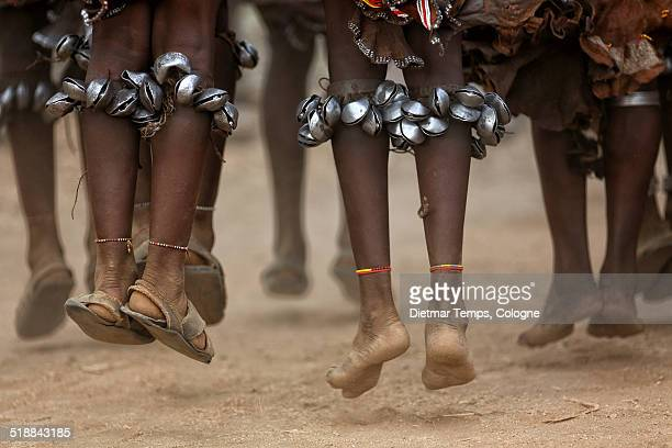 hamer women dancing  in lower omo valley, ethiopia - dietmar temps 個照片及圖片檔