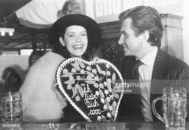 Hamilton George Actor USA together with his girlfriend Sylvia Kristel Dutch actress 1979