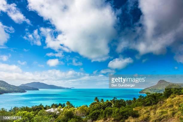 hamilton island clouds - île d'hamilton photos et images de collection
