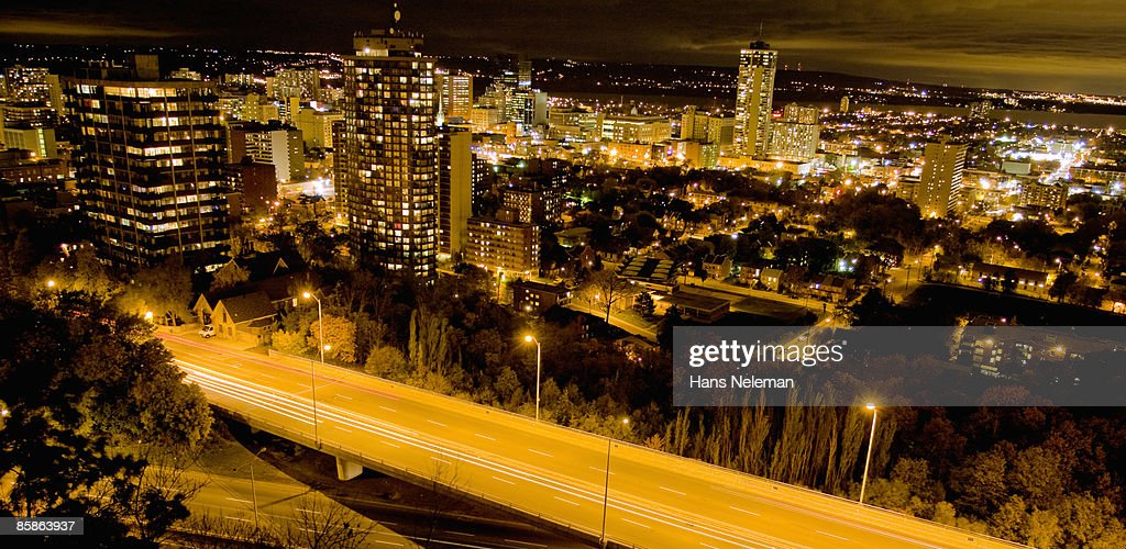 Hamilton, Ontario from the atop the escarpment. : Stock-Foto