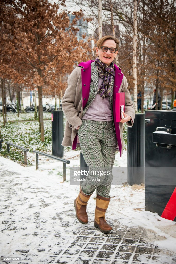 Street Style : Paris Fashion Week Womenswear Fall/Winter 2018/2019 : Day Four