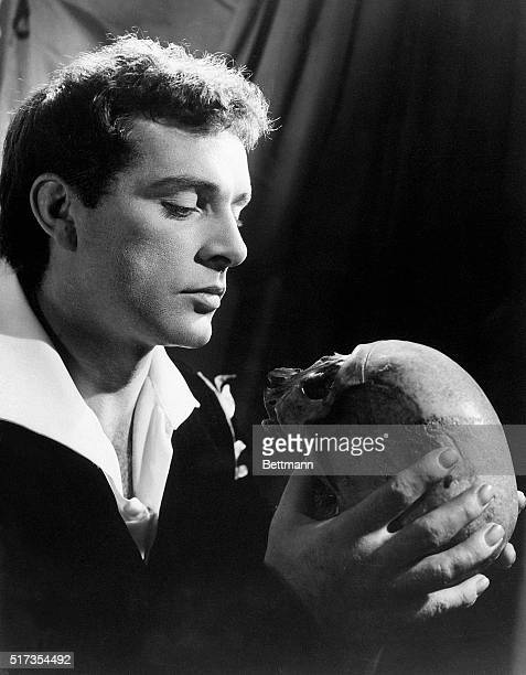 Hamlet holds Yorick's skull as played by Richard Burton in this publicity shot from a production of Hamlet at the Old Vic in London in 1953 starring...