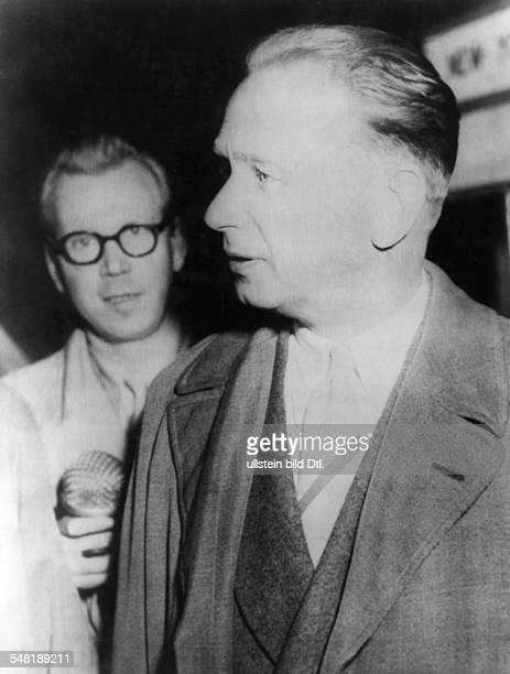 Hammarskjoeld, Dag *-+ Diplomat, Politiker, Schweden UN-Generalsekretaer 1953-1961 Friedensnobelpreis 1961 - waehrend eines Zwischenstopps auf dem...