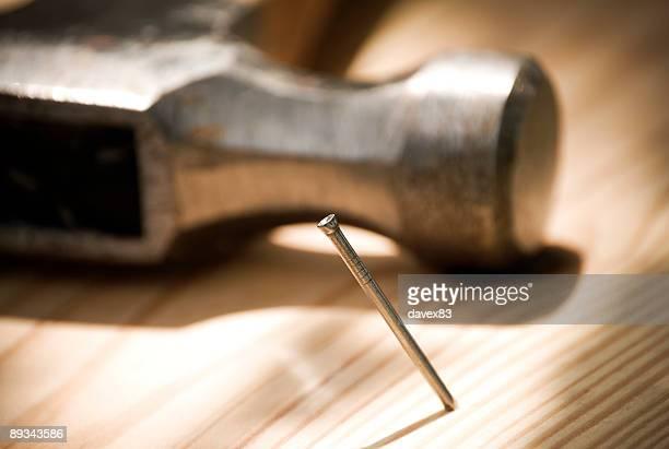 hammer und Nagel