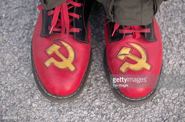 hammer and sickle shoes - communisme photos et images de collection