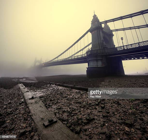 hammersmith bridge mist - river thames stock pictures, royalty-free photos & images