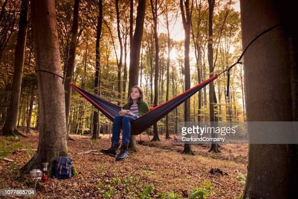 hamaca en el bosque - selandia fotografías e imágenes de stock