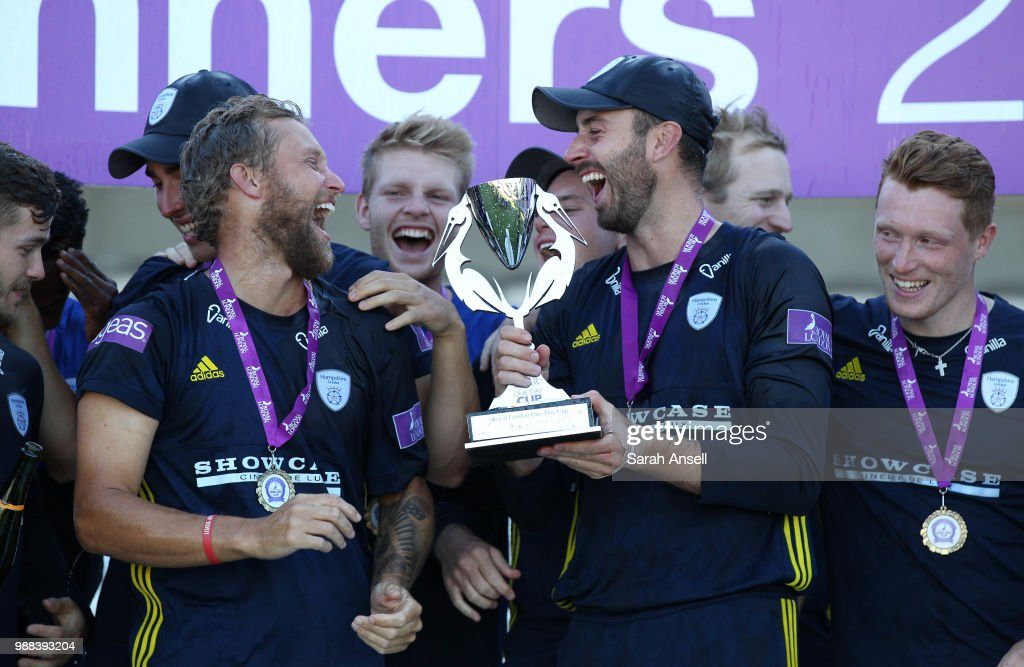 Hampshire captain James Vince (front row C) and Gareth Berg (front row L) celebrate winning the Royal London One-Day trophy at the end of the Royal London One-Day final match between Kent and Hampshire on June 30, 2018 in London, England. (Photo by Sarah Ansell/Getty Images).
