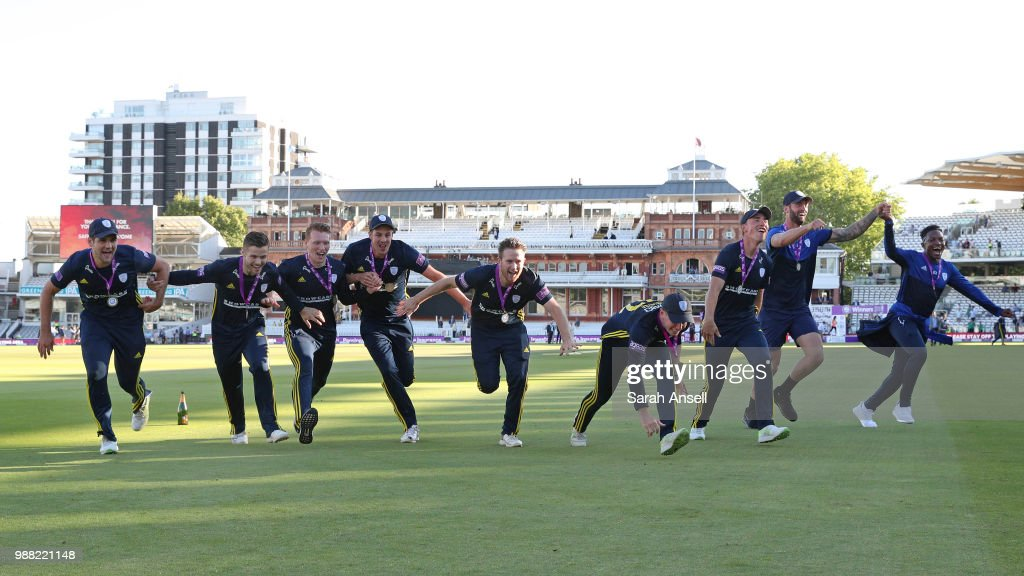 Hampshire celebrate winning the Royal London One-Day trophy at the end of the Royal London One-Day final match between Kent and Hampshire on June 30, 2018 in London, England. (Photo by Sarah Ansell/Getty Images).