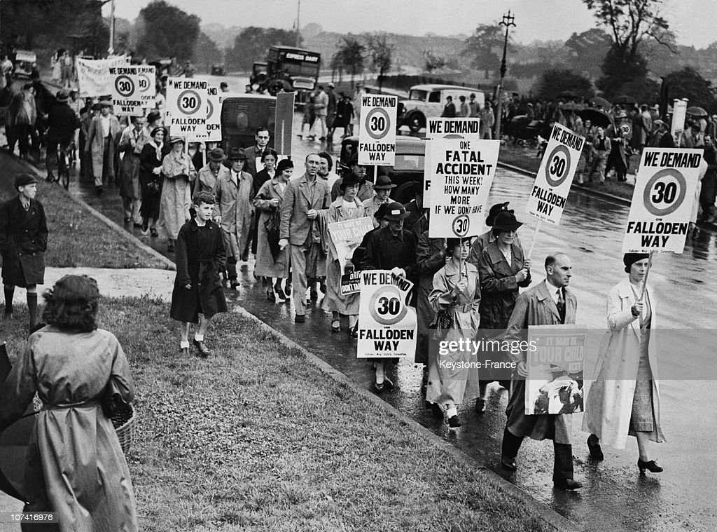Hampstead Residents Demonstrating For A Speed Limit In Their Street In London On August 1937 : News Photo