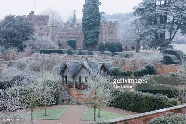 hampton court castle and gardens - hampton court stock pictures, royalty-free photos & images