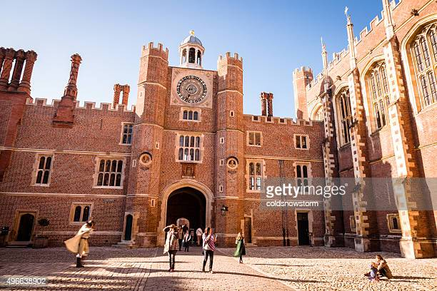 hampton court palace, london, uk - richmond upon thames stock pictures, royalty-free photos & images