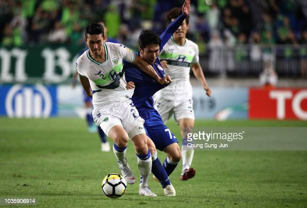 Han Euig-Won of Suwon Samsung Bluewings competes for the ball with Lee Yong of Jeonbuk Hyundai Motors during the AFC Champions League Quarter Final...