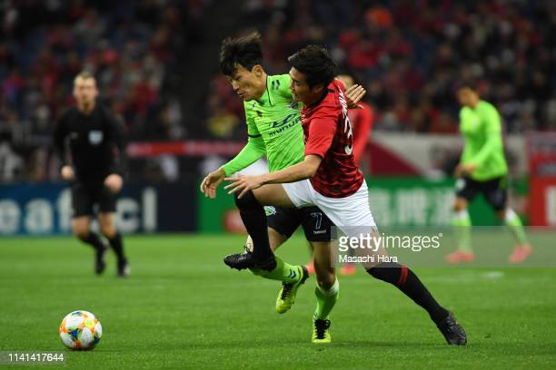 Han Kyowon of Jeonbuk Hyundai Motors and Takuya Iwanami of Urawa Red Diamonds compete for the ball during the AFC Champions League Group G match...