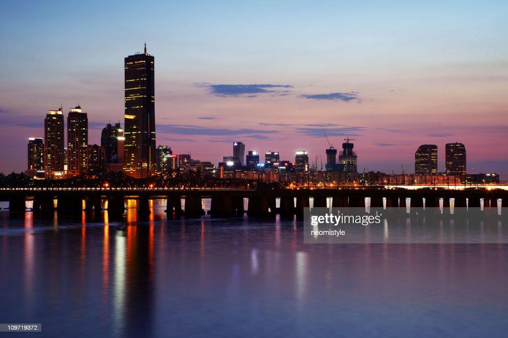 Río Han en la noche : Foto de stock