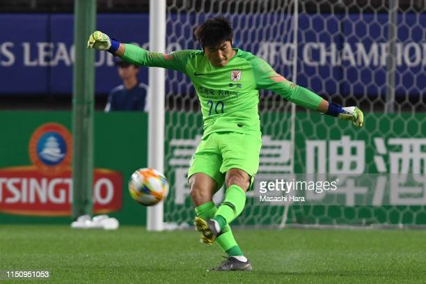 Han Rongze of Shandong Luneng in action during the AFC Champions League Group E match between Kashima Antlers and Shandong Luneng at Kashima Soccer...