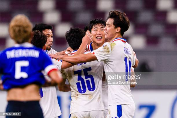 Han Suk Jong of Suwon Samsung celebrating his goal with his teammates during the AFC Champions League Round of 16 match between Yokohama F.Marinos...
