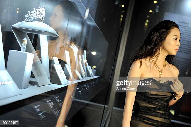 Han Yi Se Korean actress looks at some jewellery at the opening of the 'Cartier Treasures' exhibition at the Forbidden City September 4 2009 in...