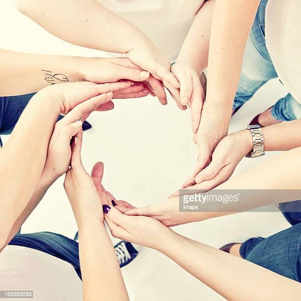 Hand Zusammenstellung Kreis von Freunden