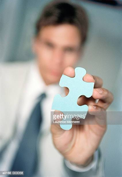 hand displaying jigsaw piece - três pessoas stock pictures, royalty-free photos & images