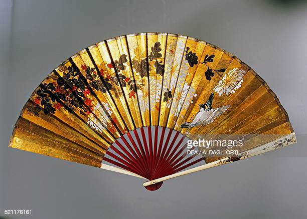 Hand fan depicting a Tit and chrysanthemums gilded painted paper and wood 1890 Japan 19th century Gorizia Fondazione Palazzo Coronini Cronberg Japan