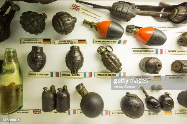 hand grenades at the underground battle of the somme museum in albert, which is in the ancient tunnels that were by the townsfolk to shelter during the war, france. - ソム ストックフォトと画像