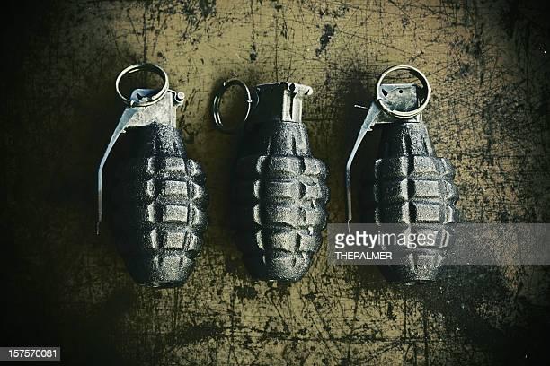Mano sobre fondo grenades scratchy oxidado