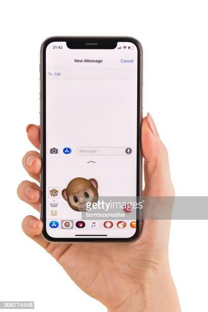 Hand hält Apple iPhone X