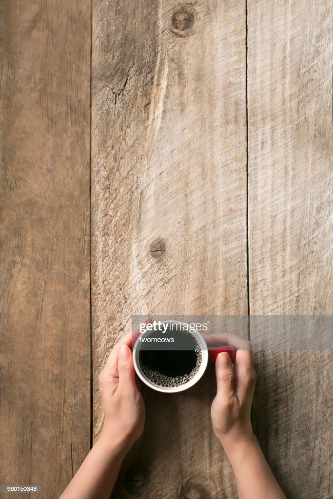 Hand holding coffee cup. : Stock-Foto