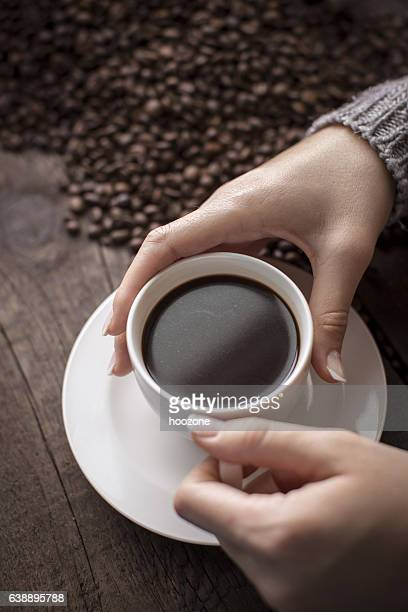 Hand holding Tasse Kaffee