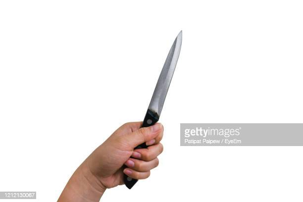hand holding knife isolated on white background with clipping path - couteau de cuisine photos et images de collection