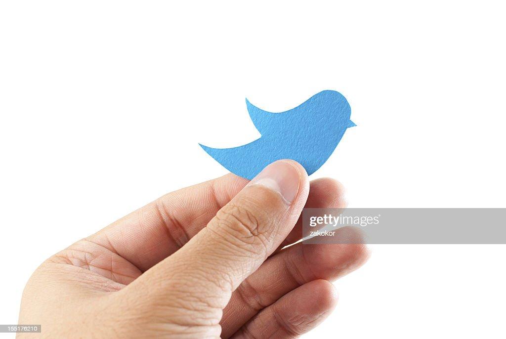 INTERNET: Twitter Tweets Indecisively Around China