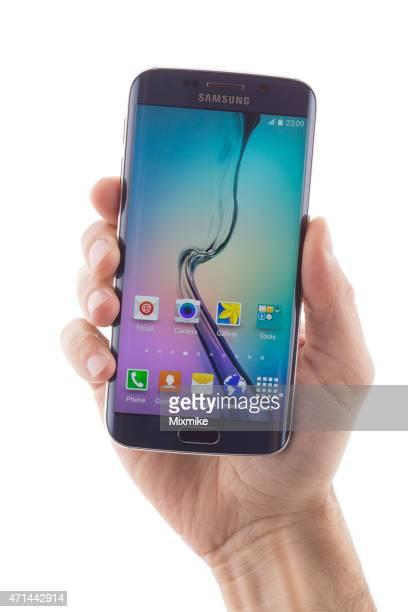 ハンド保持サムソンの Galaxy S 6 エッジ
