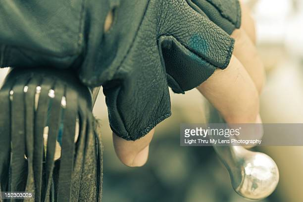 hand in motorbike handlebar - 指なし手袋 ストックフォトと画像
