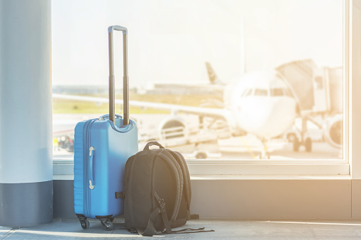 Hand luggage at the airport 943163008